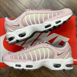 NIKE W AIR MAX TAILWIND IV barely rose/smoke grey